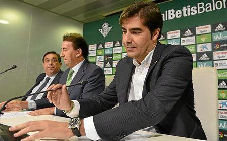 Ángel Haro, presidente del Betis, en una rueda de prensa.