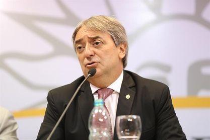 El Gobierno uruguayo exige información sobre pases a once clubes de fútbol