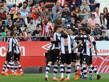 Paco López afronta el tramo decisivo de la Liga con sólo diecinueve jugadores