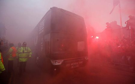 Destrozan el autobús del Manchester City