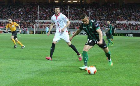 Sevilla y Betis, obligados a elevar el listón en el sprint final por Europa