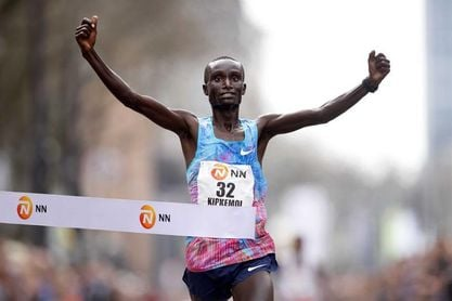 El debutante Kipkemoi gana el maratón de Rotterdam con 2h05:44