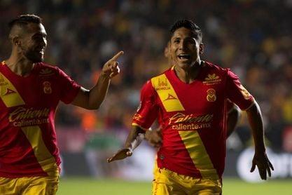 El peruano Ruidíaz hace un triplete y le da el triunfo a Morelia sobre León