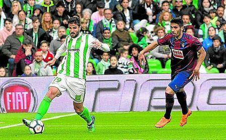 El lateral fue clave en los dos tantos del Betis ante el Eibar.