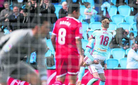 El Sevilla encajó otros cuatro goles en Vigo y ya lleva 50 en contra.