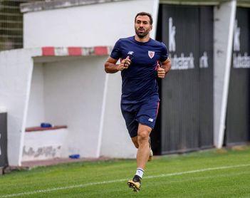 Balenziaga, sustituido ante el Villarreal, no entrena en Lezama