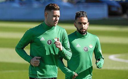 Sanabria, junto a Boudebouz en un entrenamiento.