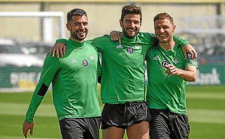 Amat, Barragán y Joaquín, en un entrenamiento verdiblanco.