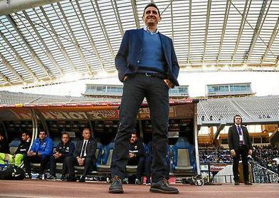 Manolo Jiménez, en el banquillo del AEK antes de un partido.