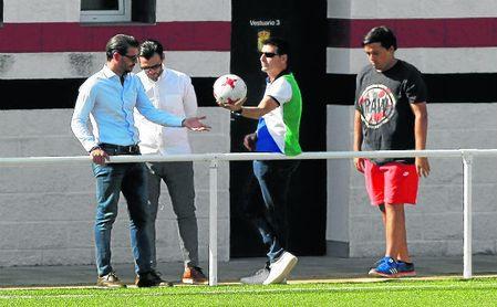 René Ramos (izquierda), junto a Capi, en un encuentro esta temporada en el José Juan Romero.