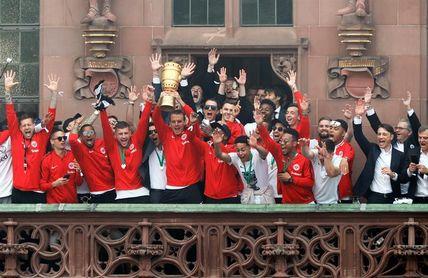 Marcos Alonso, Azpilicueta, Pedro, Morata, Cesc y Mascarell ganan la Copa