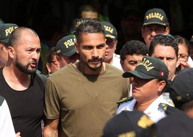 El presidente de la FIFA recibirá a Paolo Guerrero el martes, afirma la prensa peruana