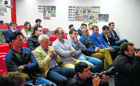 Varios de los miembros del club que seguirán con Caparrós.