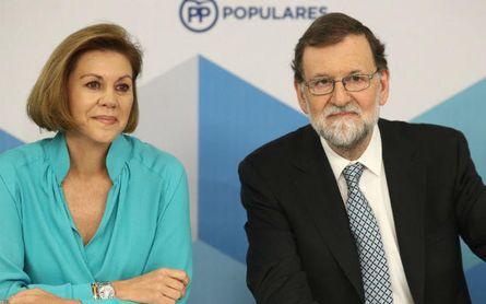 Mariano Rajoy, junto a María Dolores de Cospedal (izquierda).