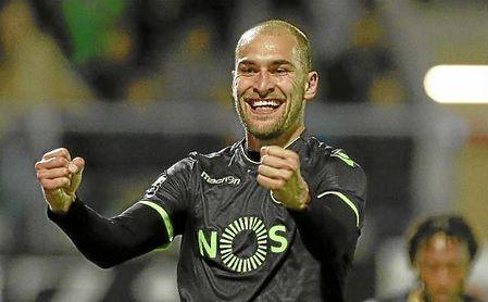 Bas Dost celebra un gol con el Sporting.