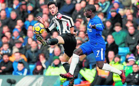 Mikel Merino, en un lance del partido entre el Newcastle-Chelsea.