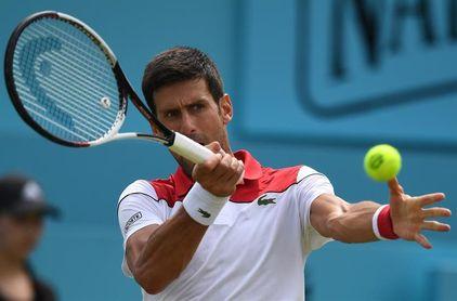 Djokovic arrolla a Millman y convence en su debut en Queen´s