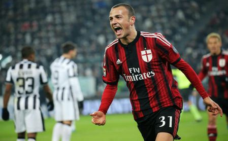 Antonelli celebra un gol.