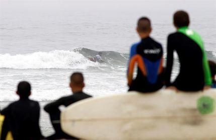 La niebla marca el inicio del campeonato de España de surf en Valdoviño