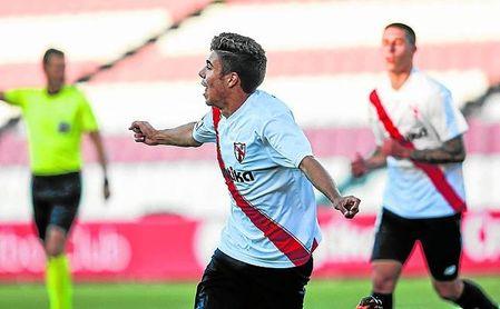 Pozo celebra un gol.