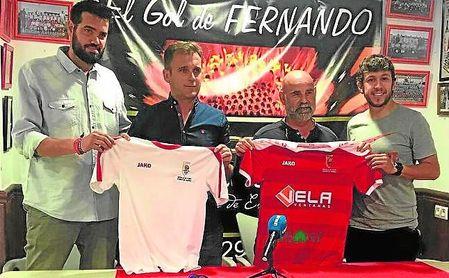 En la imagen, Rubio (segundo, por la izquierda) durante su presentación como nuevo entrenador.