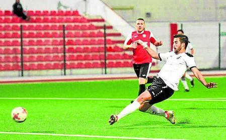 Enrique Carreño, en el Europa FC gibraltareño este año, al igual que Barranco, regresa a casa.