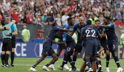 Los franceses celebran su victoria.