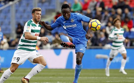 Djené, central togoleño del Getafe, es pretendido por Sevilla y Leicester.