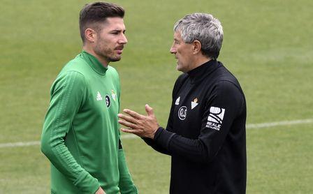 Javi García permanecerá en el Real Betis la próxima temporada.
