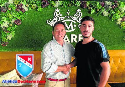 Mario Cuder sella su compromiso con el Atlético Dos Hermanas.