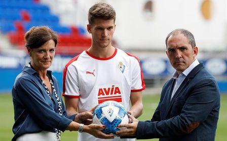 """Marc Cardona promete """"sacrificio y compromiso"""" al Eibar"""