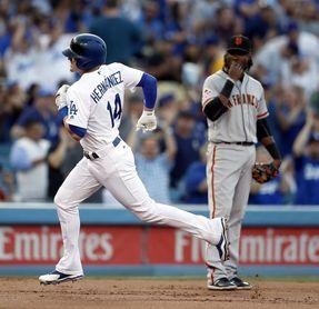 4-6. Hernández pega un jonrón en victoria de los Dodgers sobre los Cerveceros