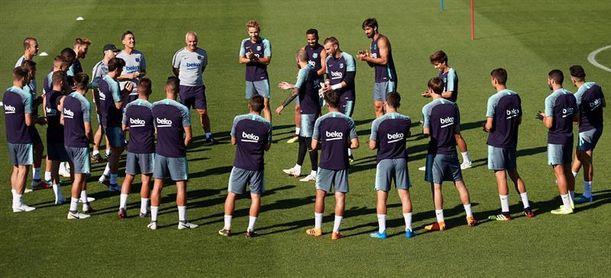 Valverde refuerza el primer entrenamiento de la semana con diez canteranos