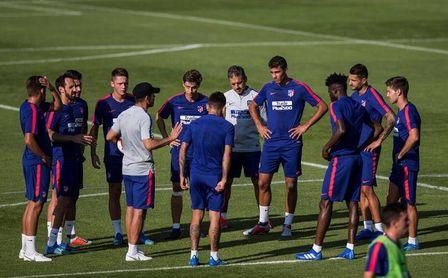 Simeone se lleva 22 futbolistas a Singapur, nueve del primer equipo