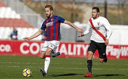 El Sevilla FC pagó 1,6 millones de euros por el pase de Aburjania en 2016.