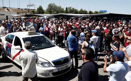 """Los taxistas de Madrid se declaran en huelga """"espontánea"""" e indefinida"""