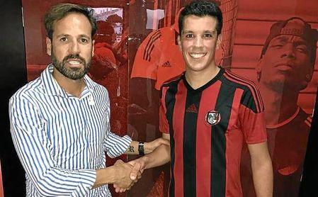 Perales, presidente del Gerena, junto a Mario