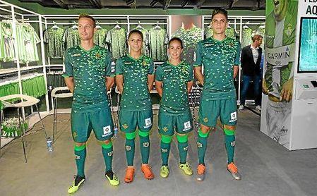 ¿Cuánto mide Andrés Guardado? - Real height Camiseta-betis-presentacion-ed