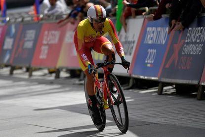 Jonathan Castroviejo consigue la plata; el belga Campenaerts revalida título