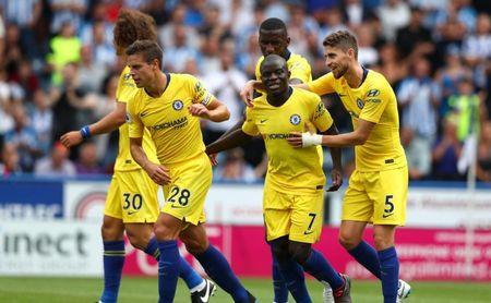 Los jugadores del Chelsea celebran uno de los goles anotados durante el partido de hoy.