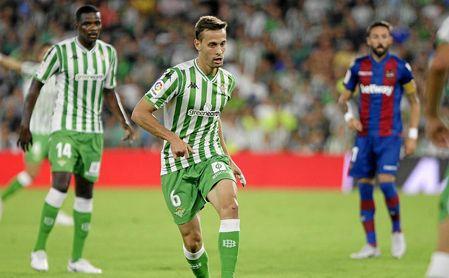 Sergio Canales, frente al Levante.