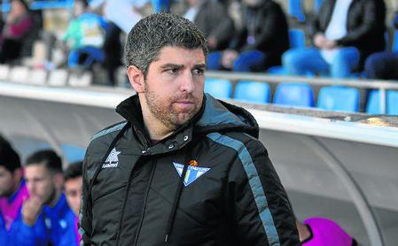 Marc Domínguez, actual director de cantera del Écija, en su etapa de entrenador azulino el pasado campeonato.