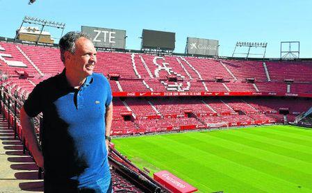 Caparrós, en el Ramón Sánchez-Pizjuán, durante la entrevista con ESTADIO.