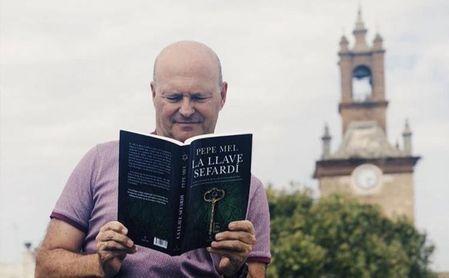Mel, leyendo su cuarta novela.