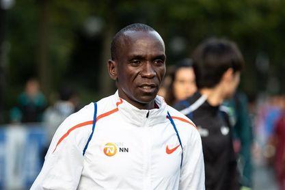 Kipchoge gana el maratón de Berlín con un nuevo récord mundial de 2h.01:40