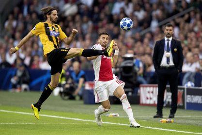 3-0. Un espectacular Tagliafico tumba al AEK y da la primera victoria al Ajax