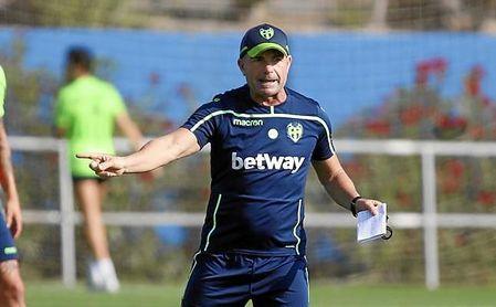 El técnico del Levante ha recibido las primeras críticas, después de haber encadenado tres jornadas sin ganar.