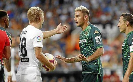 El Betis pretende abrir su cuenta de goles fuera de casa en Girona.