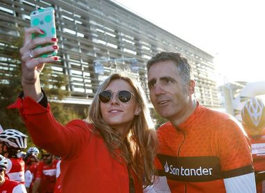 Cerca de 2.000 ciclistas acompañan a Induráin y Chiappuci en Valencia