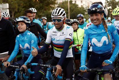 Alejandro Valverde estrena el maillot arcoiris por las calles de Madrid